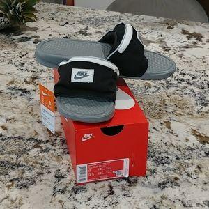 Nike Benassi fanny slides